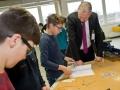 Kreisdirektor-und-Schüler-bei-Pierburg4