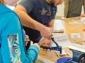 Kreisdirktor-und-Schüler-bei-Pierburg-Azubi-Ahmad-Almawlawi